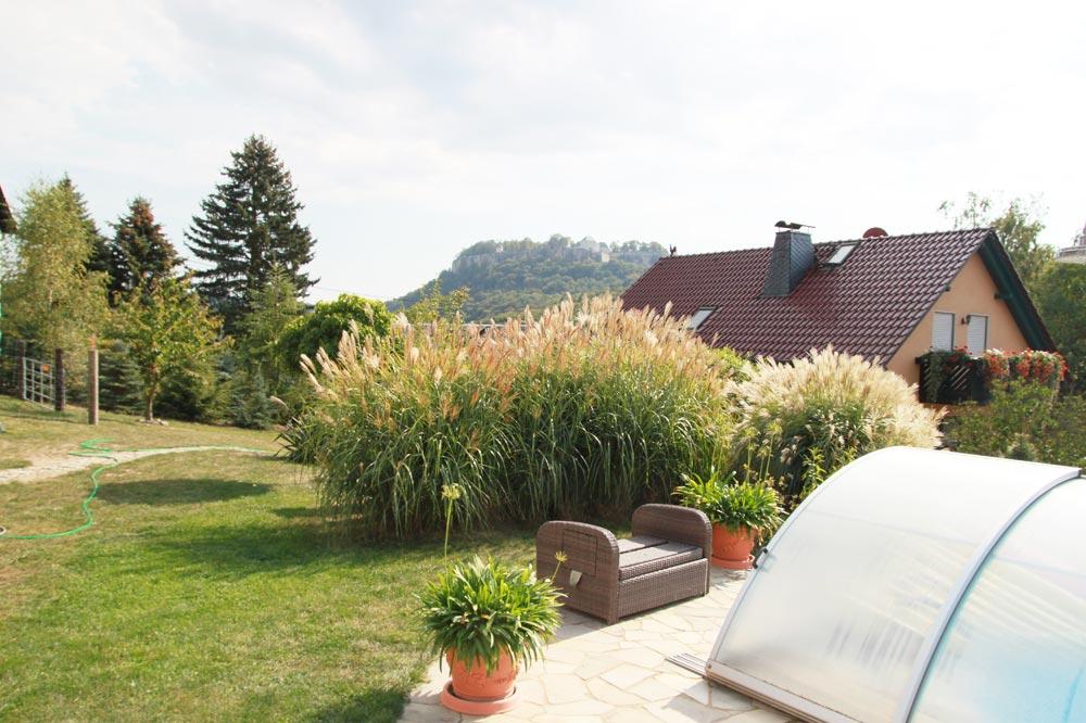 Ferienwohnung & Ferienhaus Richter - Blick zu Pool und Festung Königstein