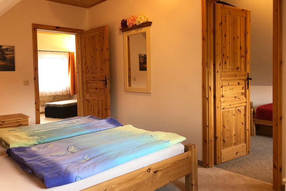 Ferienhaus Schlafzimmer mit Doppelbett