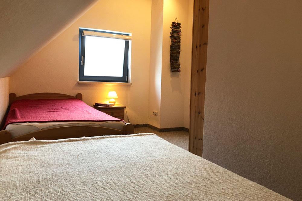 Ferienhaus Schlafzimmer mit zwei getrennten Betten