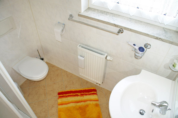 Ferienwohnung Badezimmer mit WC und Dusche